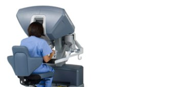 Surgeon using robotic surgery machine