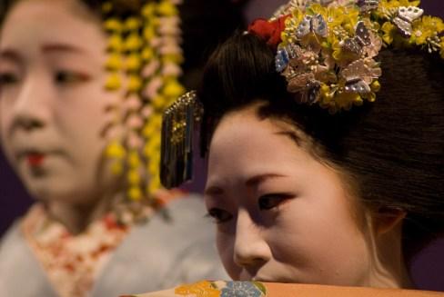 miyagawa-cho-miyofuku-e-toshiteru_hanabutai-kyoto-22-mar-2008_dave-lumenta_7.jpg