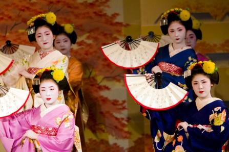 maiko-miharu_maiko-kanoka_maiko-kanoyumi_maiko-tsunemomo_maiko-kotomi_maiko-masayui_3007283085_2fbb537950_o