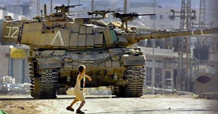 Palestinian-throwing-rock