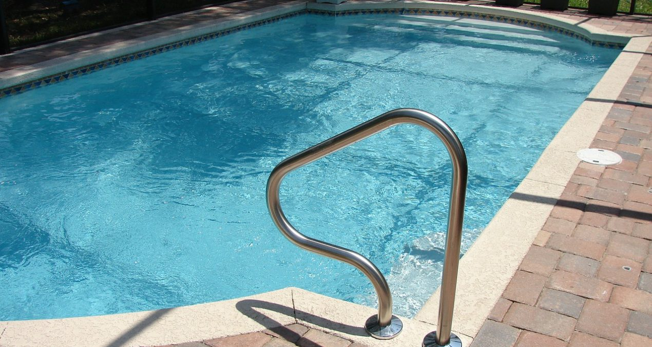 15 Tips for Cleaning your Holiday Villa Pool
