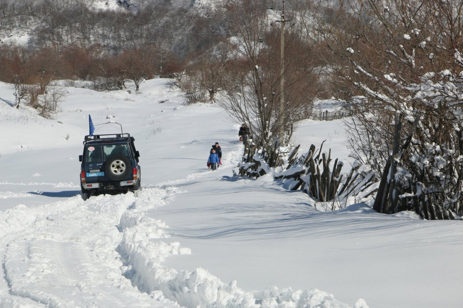 EUMM patrol and commuters in Perevi area at South Ossetian ABL. (photo: Erik Hoeg, EUMM)