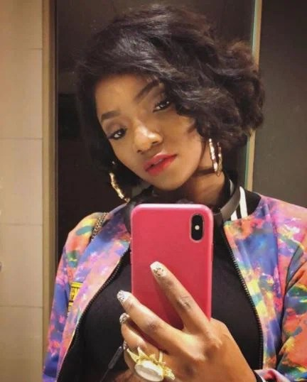 He even went on to announce that he was reportedly snubbed by Simi when they bumped into each other at an event [Instagram/SymplySimi]