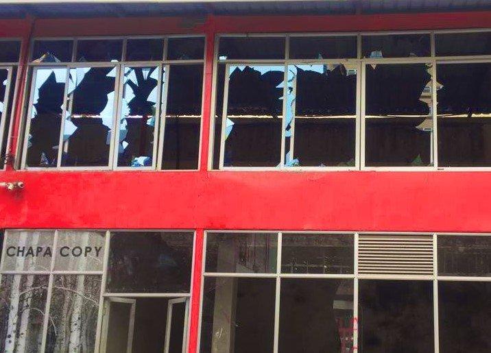 Shuttered panes as bulldozer demolishes structures at the former Simmers Pub along Kenyatta Avenue, Nairobi (Twitter)