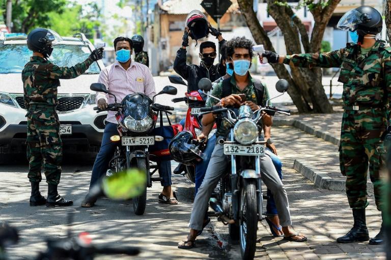 NNN: Las autoridades de Sri Lanka atraparon a un paciente con COVID-19 el viernes horas después de que escapó de un hospital en las afueras de la capital mientras recibía tratamiento, dijo la policía. La madrugada del viernes, la policía y el ejército lanzaron una persecución masiva para atrapar a un drogadicto de 41 años […]