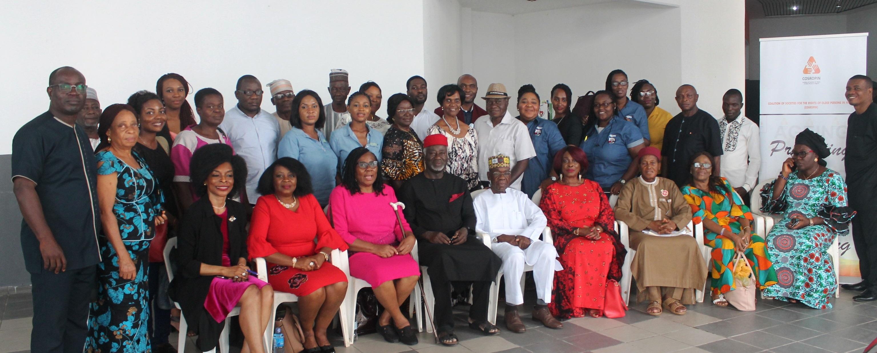 La Coalition des sociétés pour les droits des personnes âgées au Nigéria (COSROPIN) a félicité vendredi Wema bank plc pour avoir dédié un caissier dans sa salle bancaire aux personnes les plus vulnérables de la société. La succursale de la banque sur le chemin de l'Amirauté, Lekki phase 1, Lagos, avait dédié un guichetier dans […]
