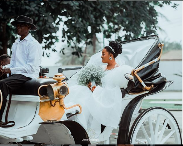This bride used a carriage to meet her groom and it's beautiful