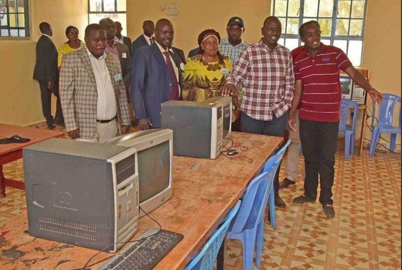 Deputy President William Ruto has come under heavy criticism after photos of him launching an ICT Resource centre with obsolete computers surfaced
