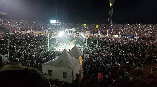 The crowd Diamond Pulled in Sierra Leone. Diamond's tough warning to rivals and haters after shutting-down Sierra Leone