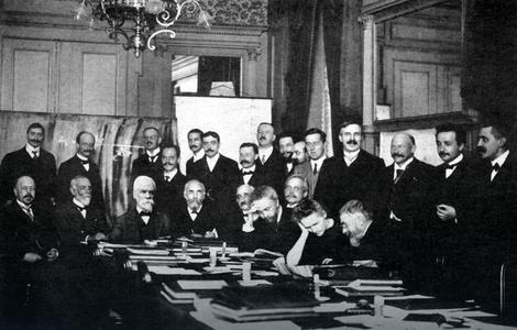 Naučna konferencija u Briselu kojoj su prisustvovali Ajnštajn, Kiri, Lanžven i drugi