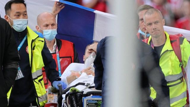 Dania-Finlandia Christian Eriksen padł na murawę Długa reanimacja Euro 2020