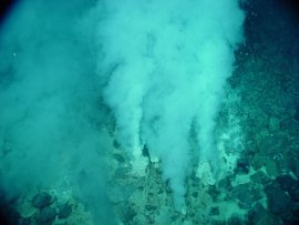 Liquid carbon dioxide venting into the ocean. Photo: https://commons.wikimedia.org/wiki/File:Champagne_vent_white_smokers.jpg