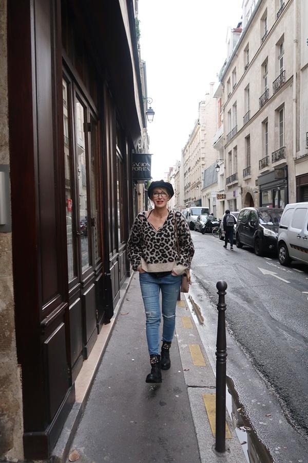 1.05 glamupyourlifestyle leo-muster animal-print Leo-Pullover ü40-mode ue40-Blog pariser-chic gucci-tasche