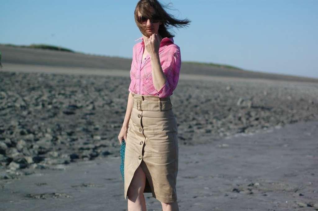bluse-kariert_kargo-rock_victoria-beckham_mode-blog_ü50_pumps-weiss_daunenjacke_uniqlo_oceanblue-style.jpg