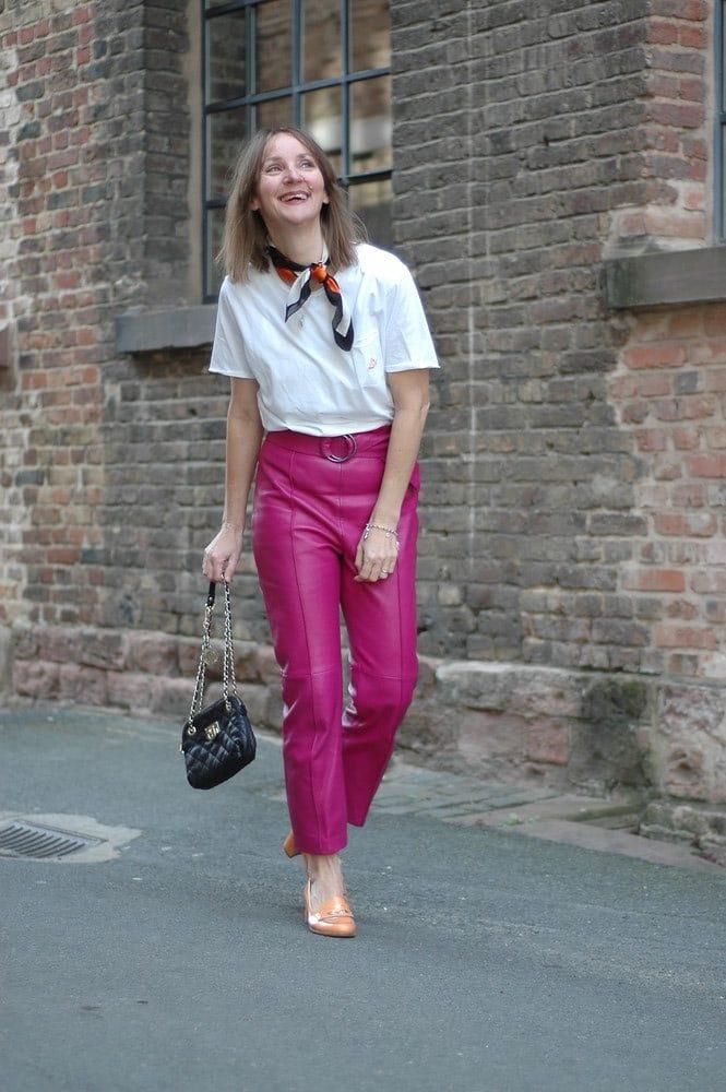 trenchcoat_pink-leder-hose_mode-blog_ü50_oceanblue-style_orange_ugg-gold_sliders.jpg
