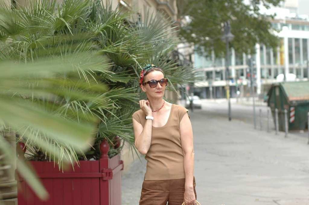 Frauen-UE50-Eitelkeit-Schoenheit_sandalen-gold_ugg_leinen-hose_mode-ue50_oceanblue-style.jpg