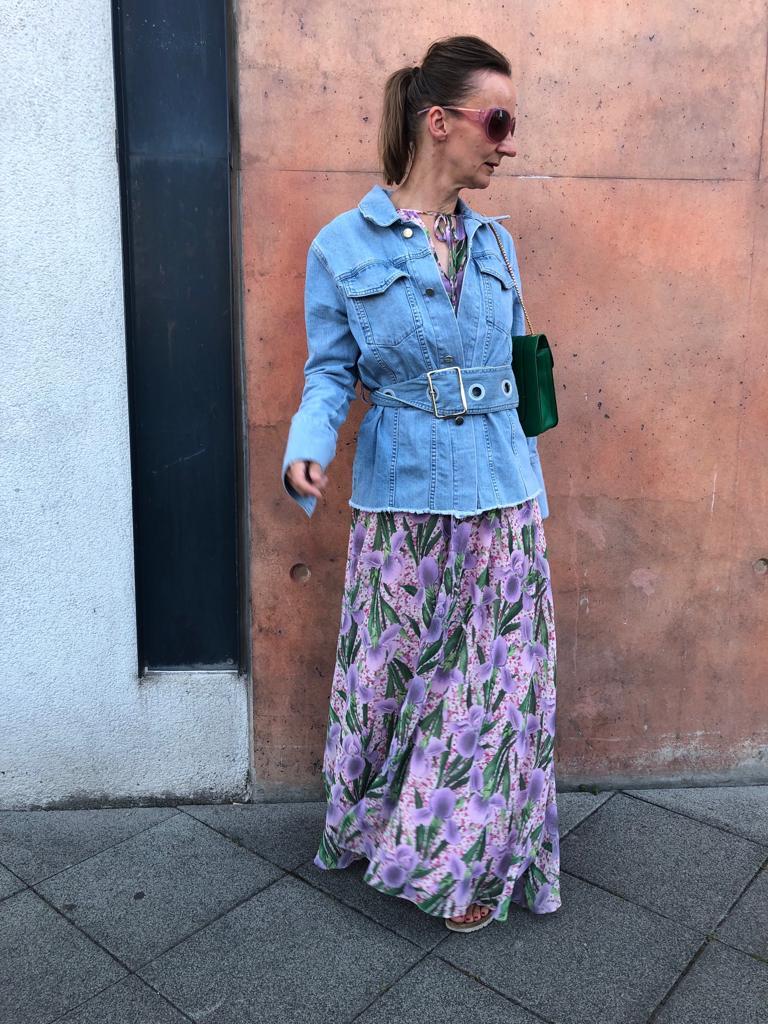 brunch-outfit-letzten-sonntag_maxikleid_jeansjacke_ü50-mode-blog-frankfurt_oceanblue-style.jpg