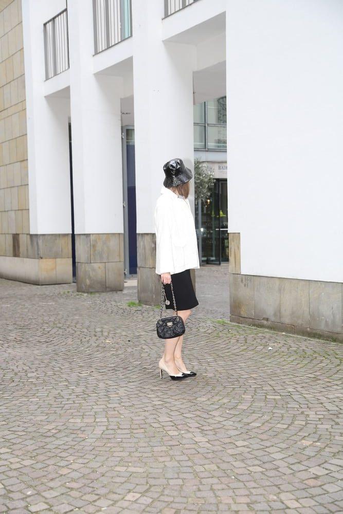 capsule-wardrobe_Bleistift-rock_business-mode_chichino_utility-jacke_chanel_chino_cape-jacke_kleid-schwarz_blog_ü50_oceanblue-style.jpg