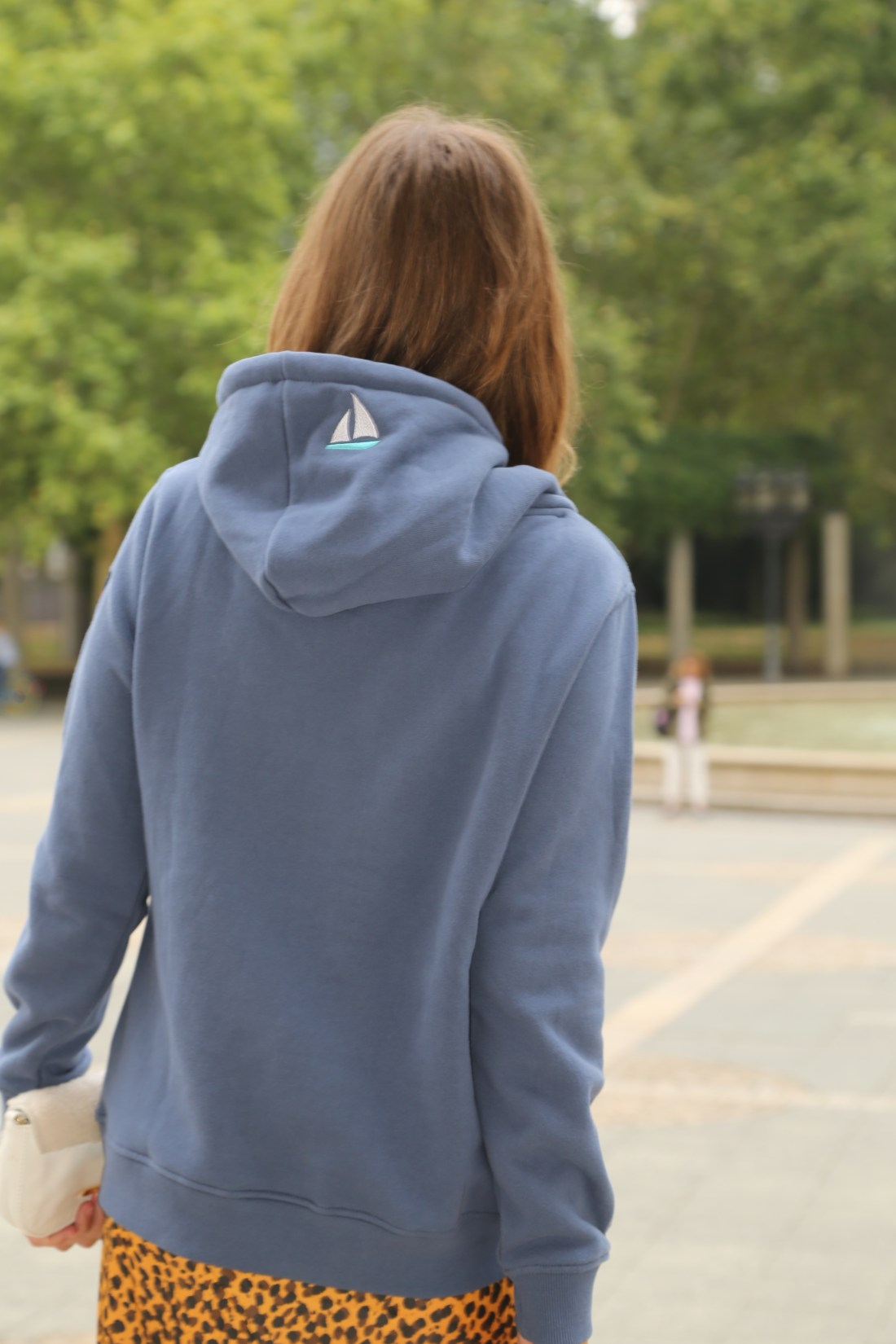 Hoodie_herbst-trends_leopardenmuster-rock_mode-blog-ue40_oceanblue-style (15)-01