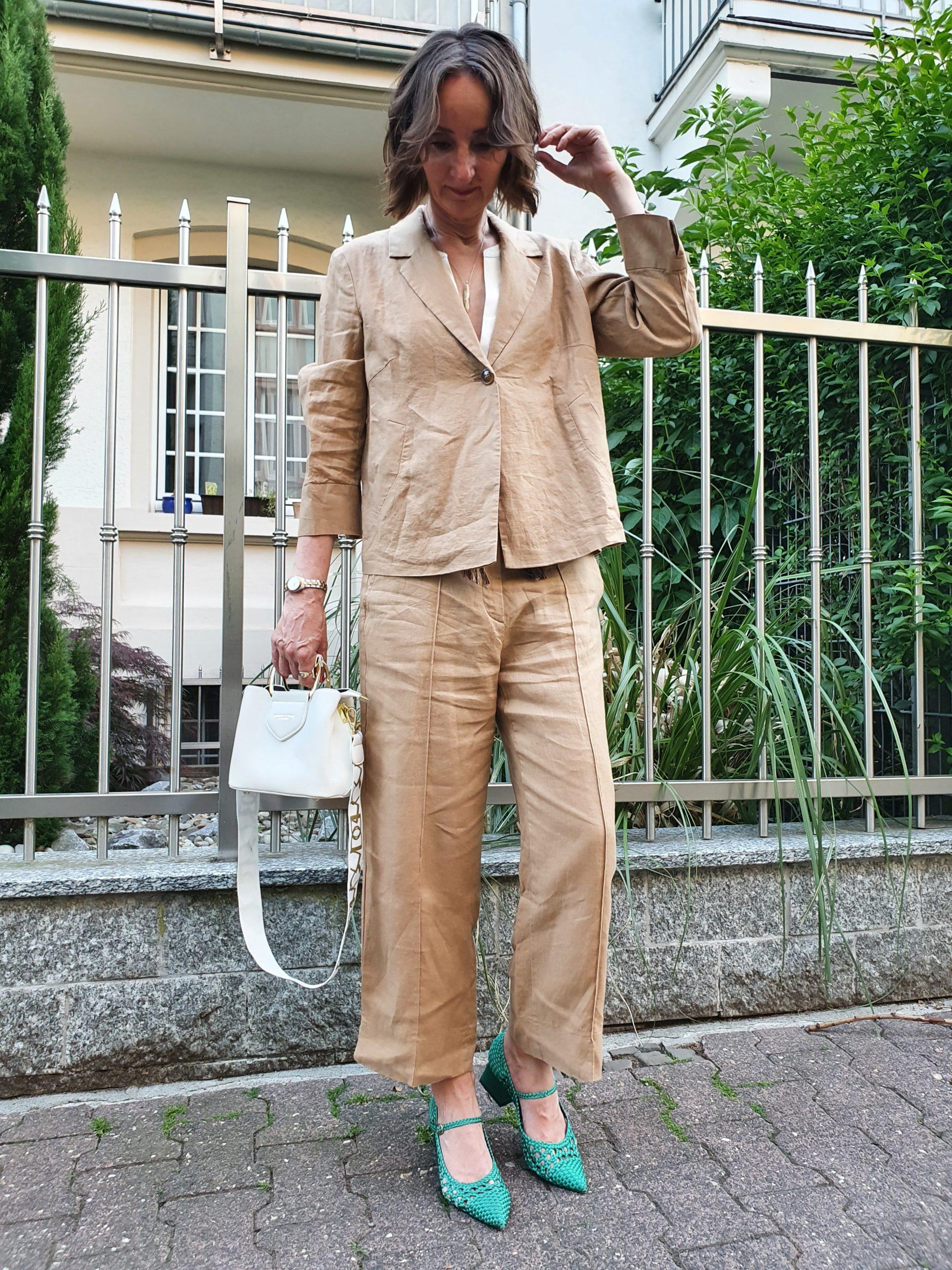 nachhaltige-mode-leinenanzug-dameng-beige-erry-weber.jpg