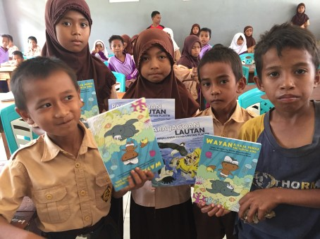Books given away in Kaimana. Sea Trek also gave away 500 copies of Wayan and the Turtle King in Indonesian.