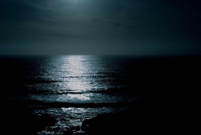 Ozean in der Nacht