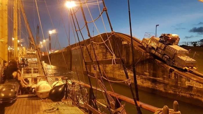 Der Panama- Kanal bei Nacht