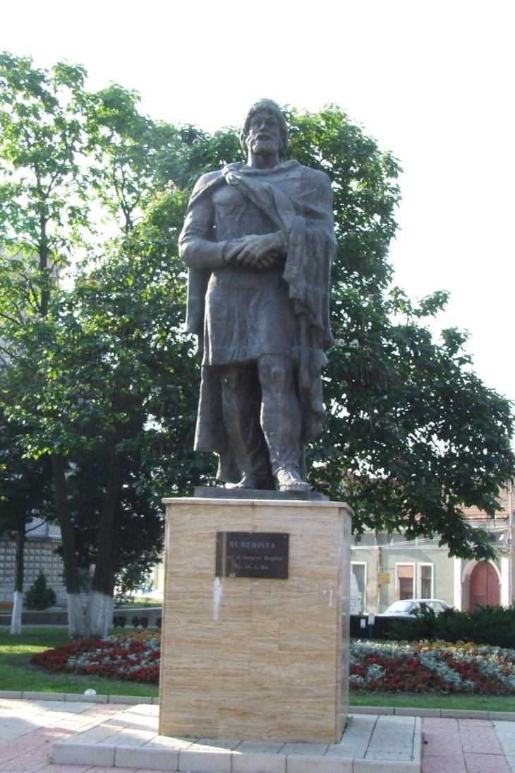 burebista_statue_in_orastie