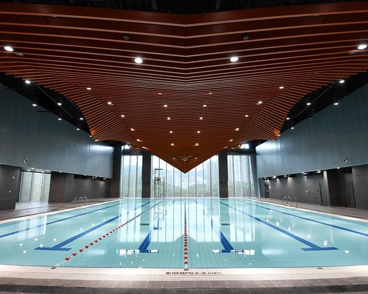 青衣西南游泳班泳池