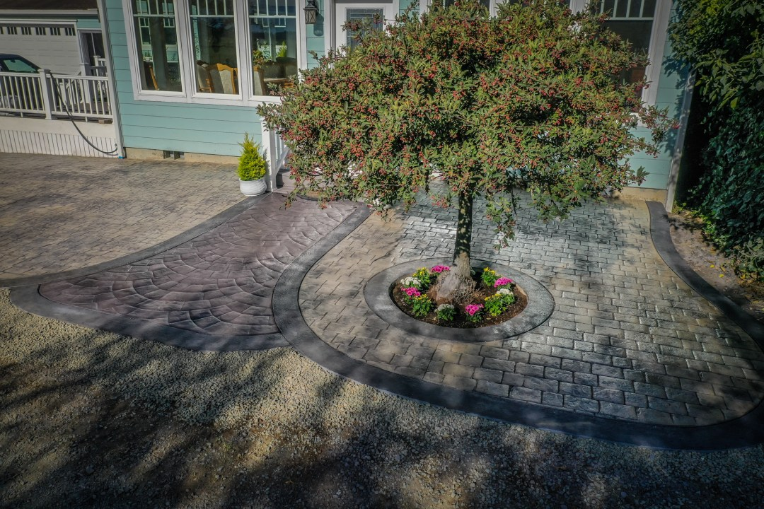 Cobblestone decorative concrete with European fan walkway