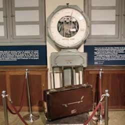 Precios de las entradas del Museo Aeronáutico de Lanzarote. Antigua maquinaria aeroportuaria expuesta en el Museo Aeronáutico de Lanzarote