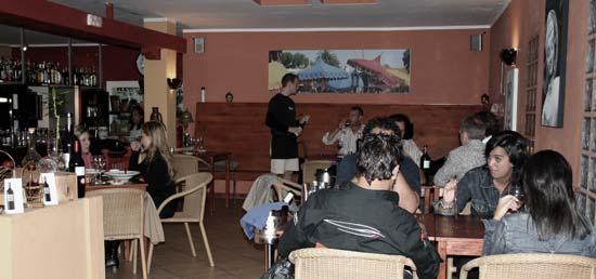 Interior del restaurante Emmax, especialista en pasta fresca, Playa Honda, Lanzarote