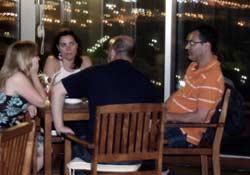 Parejas conversando en el Star´s City Arrecife, Gran Hotel de Arrecife, Lanzarote