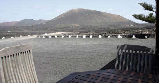 Vistas de La Geria desde El Chupadero, especialista en vinos y tapas, La Geria, Lanzarote