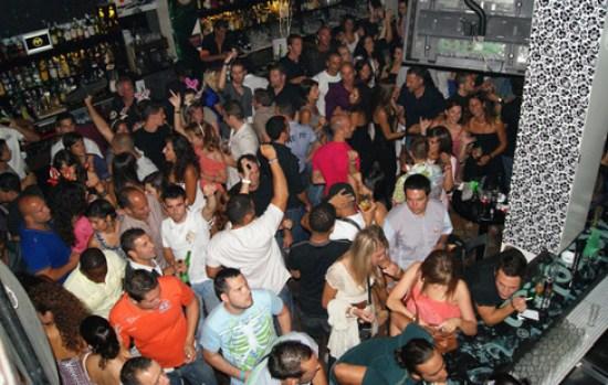 Terraza Cervecería Heineken del Varadero de Puerto del Carmen por la noche se convierte en discoteca