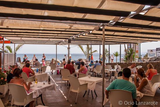 Terraza del restaurante El Olivo de Playa Blanca, Lanzarote