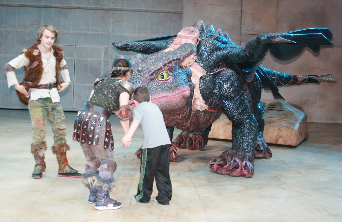 How to train your dragon live backstage oc mom blog apparently the dragons like to be scratched under their chins so astrid one of the cast members took him up to greet him ccuart Image collections
