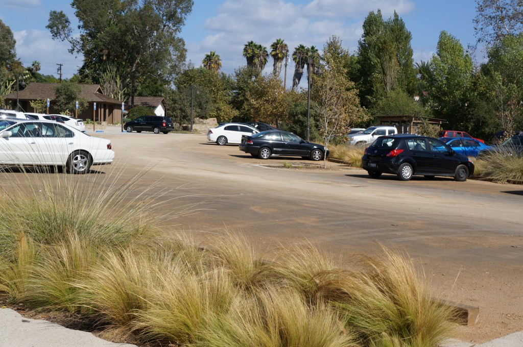 parking at los rios park