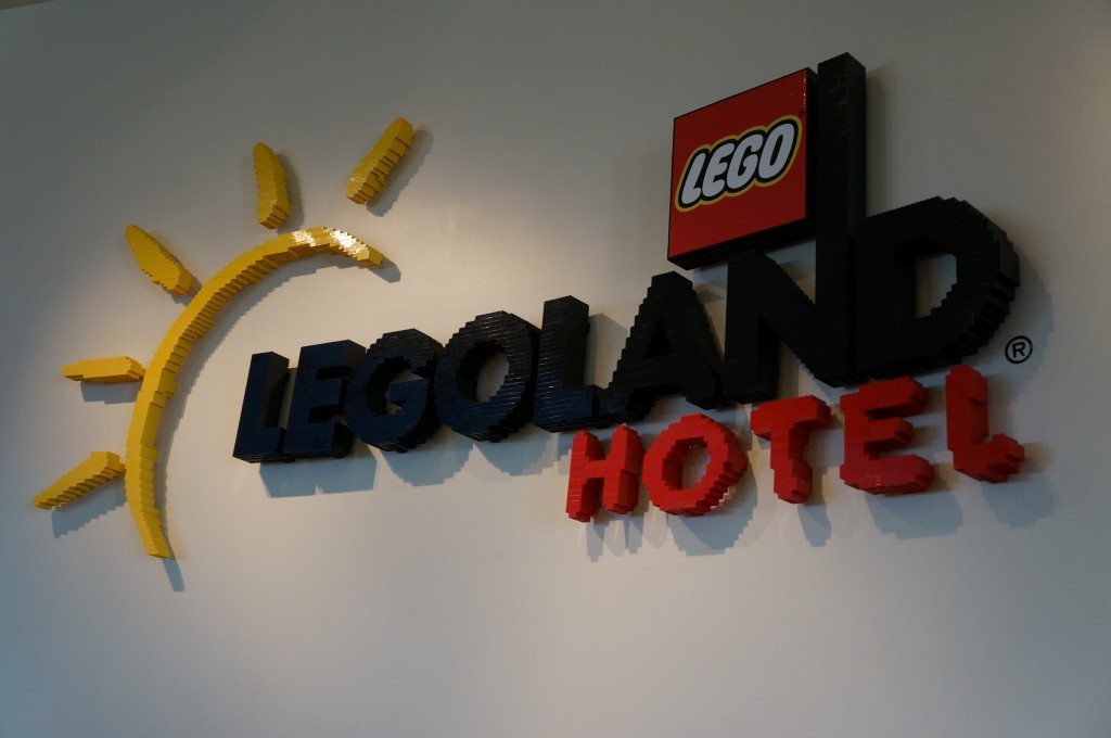 Legoland-hotel-holiday-decorations-03