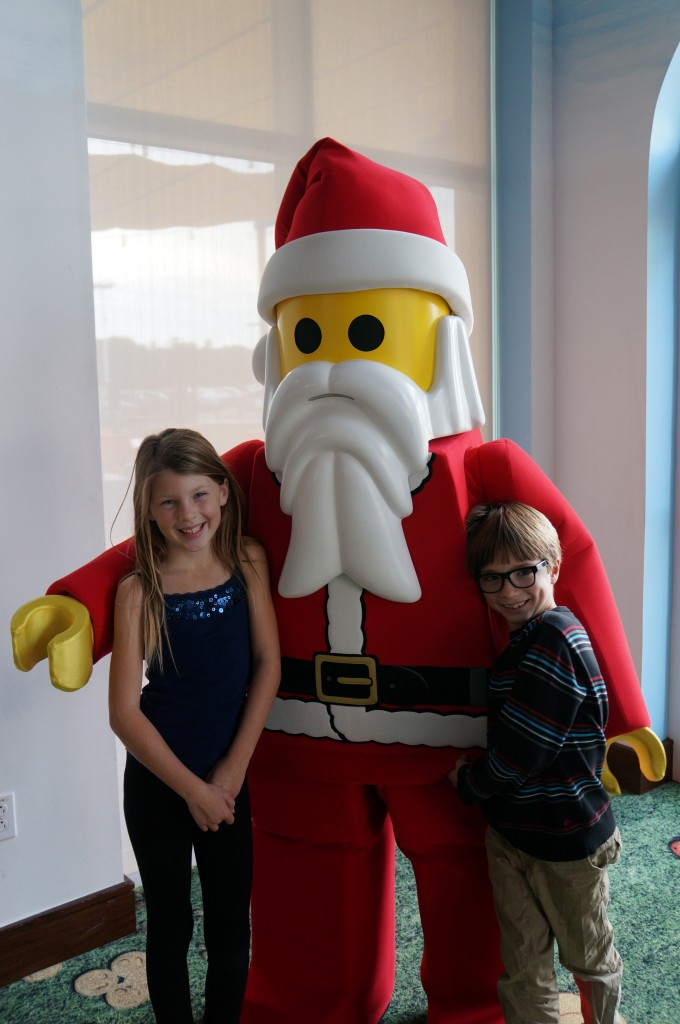 Legoland-hotel-holiday-decorations-07