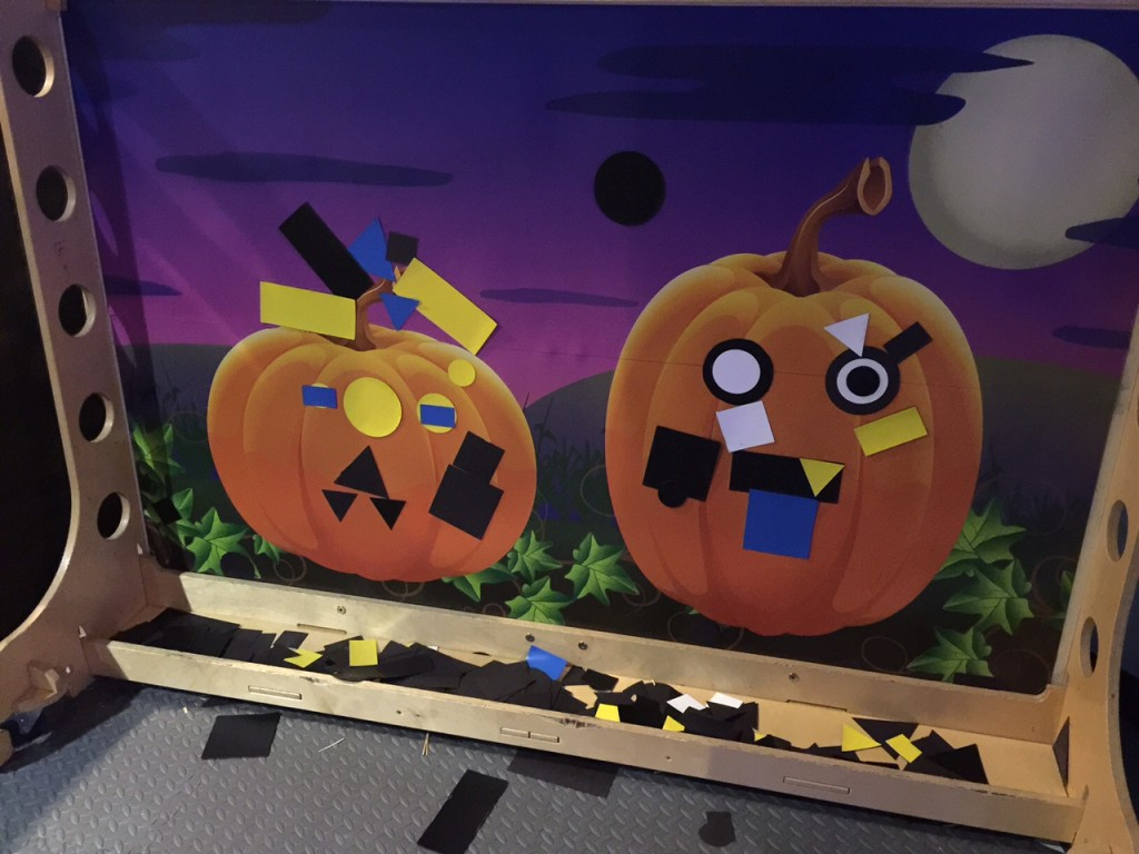Make your own pumpkin at Discovery Cube OC #DiscoveryCubeMoms