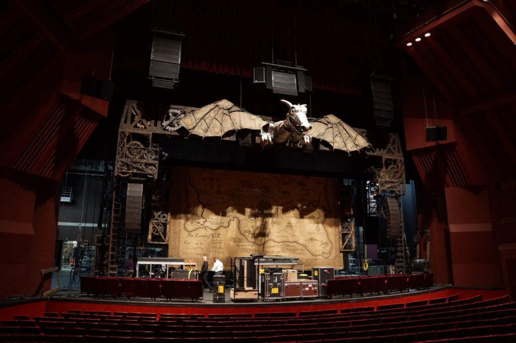 stage design for wicked the musical