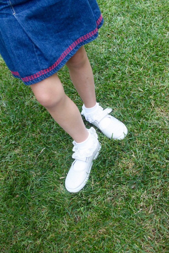 girl wearing cienta shoes