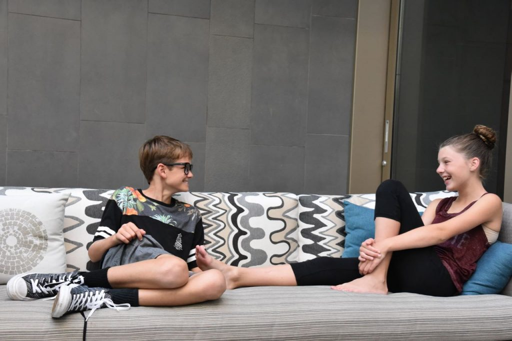 kids-relaxing-before-dinner-at-pacific-standard-coastal-kitchen