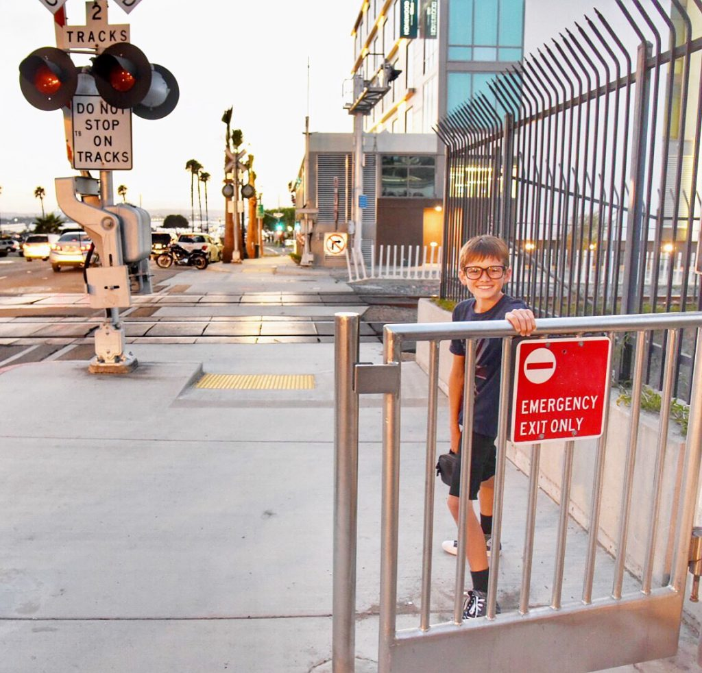 walking-to-dinner-from-hilton-san-diego