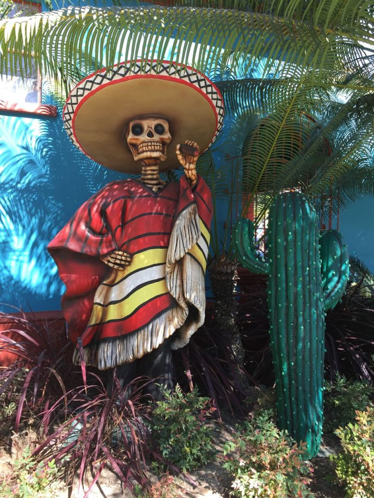 dia-de-los-muertos-sculpture-at-knotts