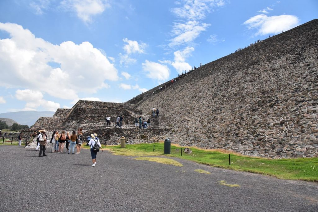 Exploring The town of Teotihuacan