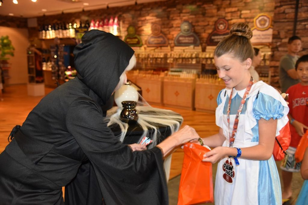 trick-or-treat-at-great-wolf-lodge