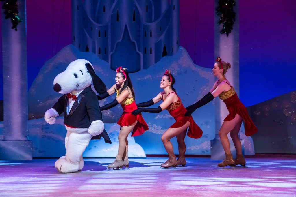 merry-christmas-snoopy-ice-show-13