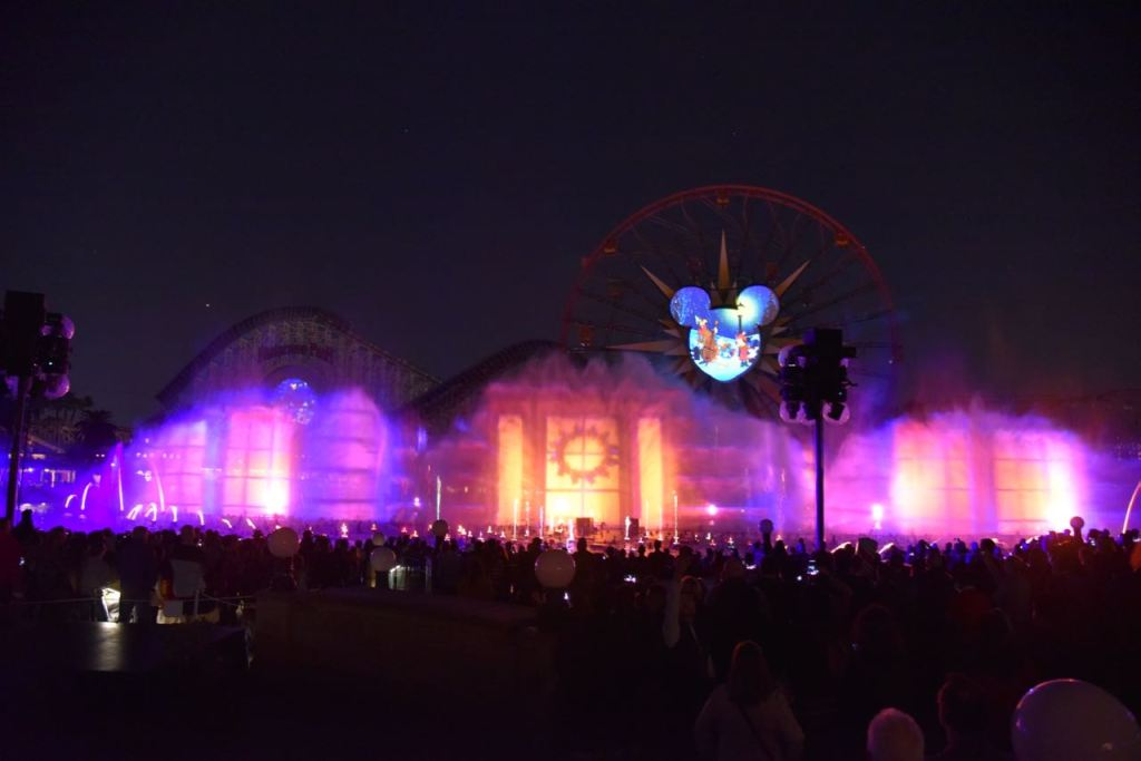 Beautiful light projections in World of Color – Season of Light
